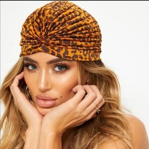 PrettyLittleThing knotted leopard hat